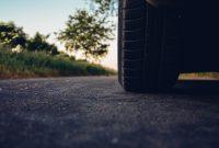 Gonflage pneu voiture: comment connaitre la pression qu'il faut ?